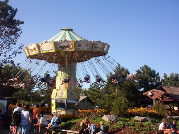 Lasso Swing Ride - Darien Lake