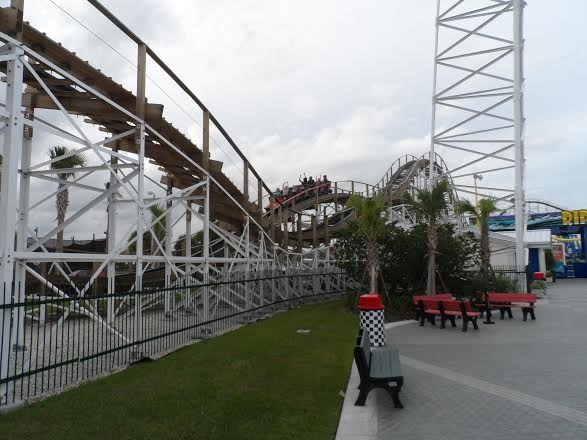 White Lightning Roller Coaster - Fun Spot
