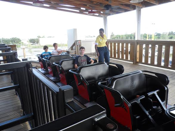 White Lightning Roller Coaster Train - Fun Spot